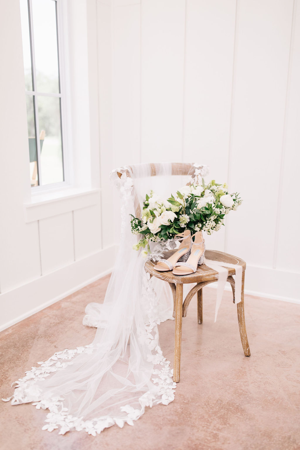light-and-airy-dallas-fortworth-wedding-photography-bushel-peck18