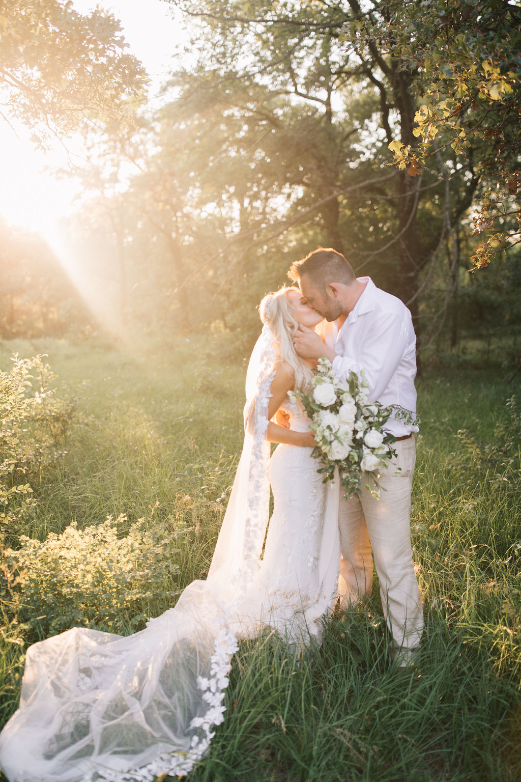 light-and-airy-dallas-fortworth-wedding-photography-bushel-peck9